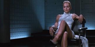 La celebre sequenza di Basic Instinct in cui Sharon Stone accavalla le gambe, una delle scene più spinte dei film recenti