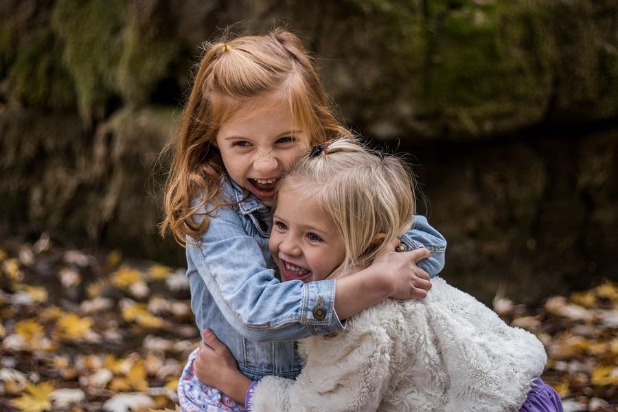 Una sorella è uguale a noi e contraria a noi allo stesso tempo