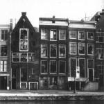 La facciata della casa di Anna Frank in una foto d'epoca