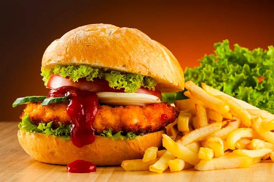 Hamburger e patatine, il cibo tipico americano
