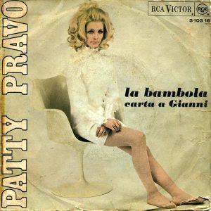 Una giovanissima Patty Pravo sulla copertina del 45 giri de La bambola