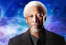 Morgan Freeman all'interno della sua collana di documentari sull'universo