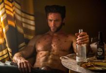 Hugh Jackman con i tipici basettoni di Wolverine