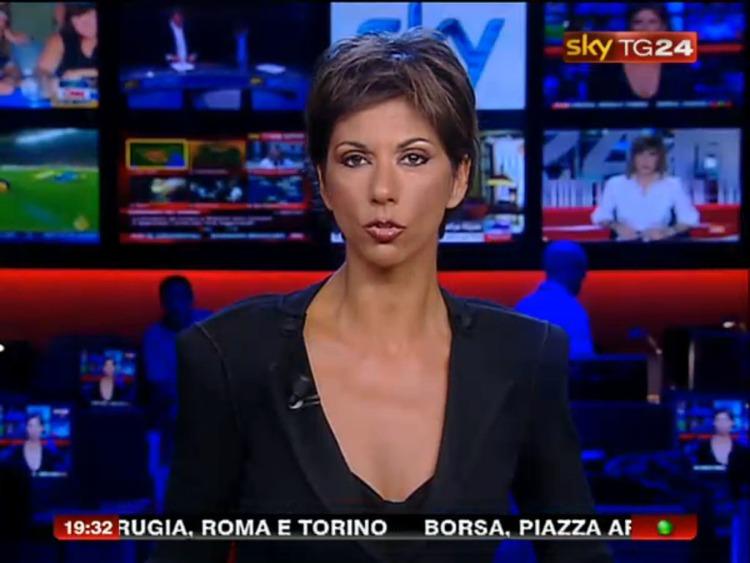 Giornalista sky sport bionda capelli corti