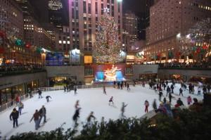 La celebre pista di pattinaggio al Rockefeller Center