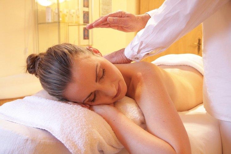 I massaggi non permettono solo di rilassarsi, ma rassodano anche i glutei
