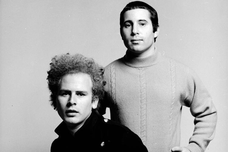 Paul Simon e Art Garfunkel nel periodo d'oro della loro collaborazione