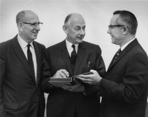 Gershom Scholem tra due colleghi d'università