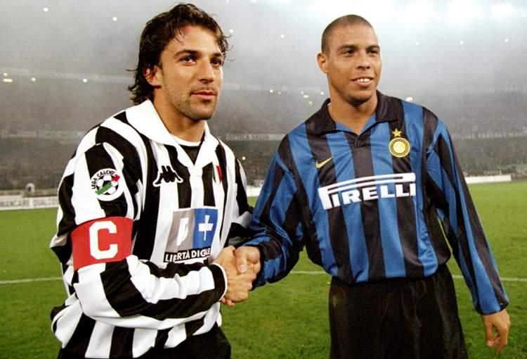 Alessandro Del Piero e Ronaldo prima di una gara tra Juventus e Inter una quindicina di anni fa