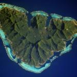 Bella visuale di Moorea e della sua barriera corallina