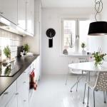 Una tipica cucina nordica. Notare il contrasto col nero