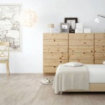 Una camera da letto con il tipico mobilio svedese