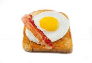 Uova e bacon, una tradizione inglese che gli americani uniscono spesso al pane