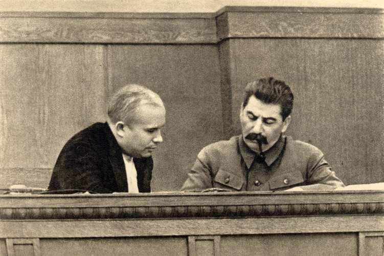 Chruscev e Stalin a colloquio