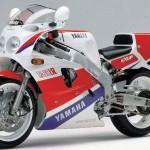 La Yamaha FZR 750, una delle moto più apprezzate degli anni '80