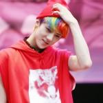 Capelli arcobaleno nella star sudcoreana Sehun