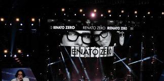 Le più belle canzoni di Renato Zero, qui in esibizione ai Wind Music Awards (foto di Raphael Mair via Wikimedia Commons)