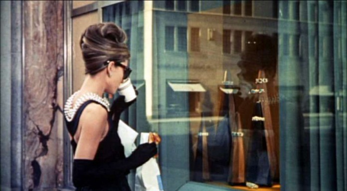 La famosa colazione da Tiffany nel film interpretato da Audrey Hepburn