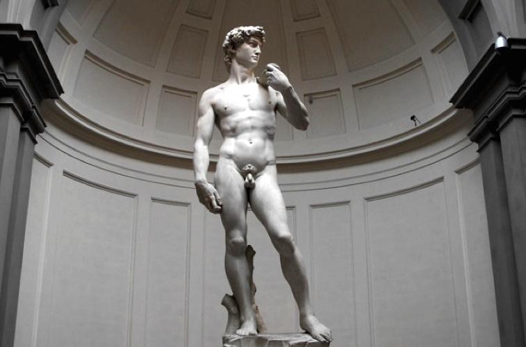Il celeberrimo David di Michelangelo, uno degli esempi più alti della scultura italiana