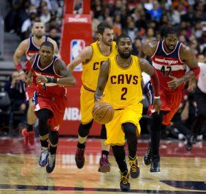 Kyrie Irving guida un contropiede per i Cleveland Cavaliers (foto di Keith Allison via Flickr)