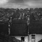 Rainswept Roofs, uno dei primi paesaggi cittadini di Brandt