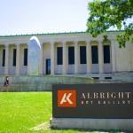 L'ingresso della galleria Albright-Knox a Buffalo