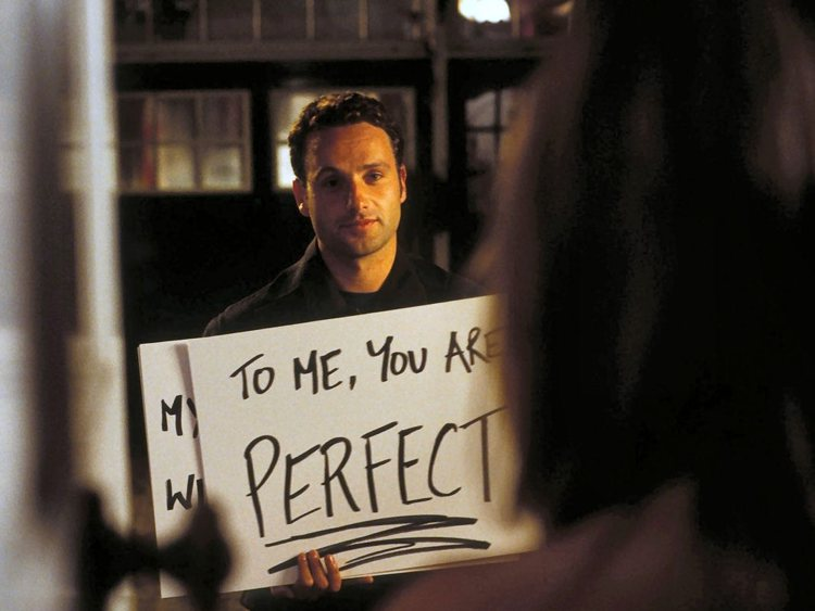 Mark fa la sua dichiarazione d'amore a Juliet in Love Actually, uno dei film d'amore di maggior successo degli ultimi anni