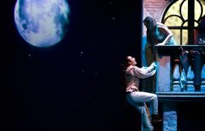 Romeo e Giulietta di William Shakespeare, una delle storie d'amore più celebri della letteratura, in una recente riduzione in forma di musical