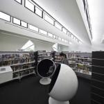 L'interno della biblioteca di Avondale Heights