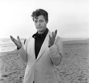 Marcello Mastroianni nella scena finale de La dolce vita