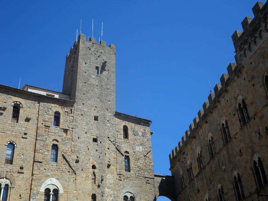 Gli storici palazzi di Volterra, una delle piccole città più belle della Toscana