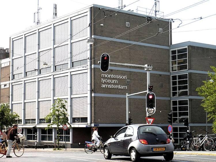 Il Liceo Montessori di Amsterdam (foto di Ariel Palmon via Wikimedia Commons)