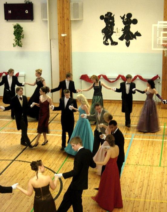 Un ballo di fine anno in una scuola finlandese (foto di Suvi Korhonen via Flickr)