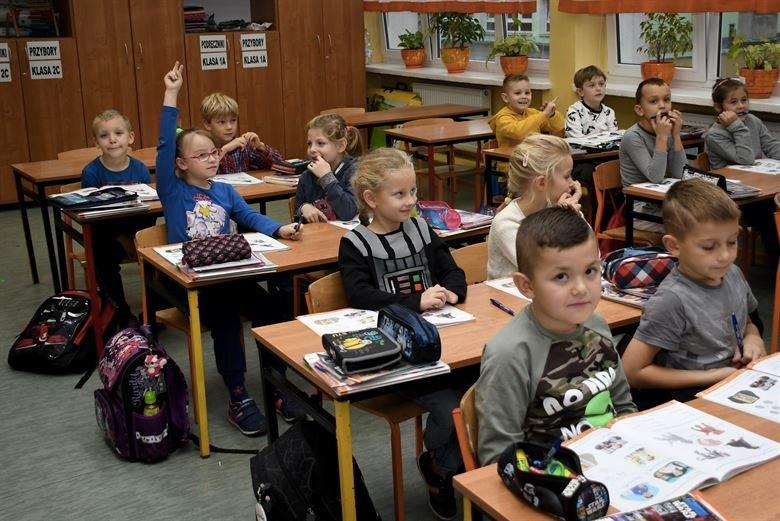 Bambini di una scuola elementare polacca