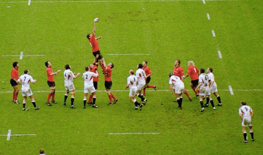 Una fase di una partita tra Inghilterra e Galles (foto di Gareth Owen via Wikimedia Commons)