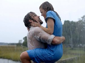 Il celeberrimo bacio tra Ryan Gosling e Rachel McAdams in Le pagine della nostra vita