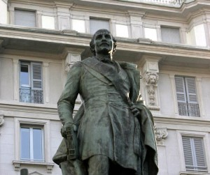 Statua dedicata a Carlo Cattaneo a Milano