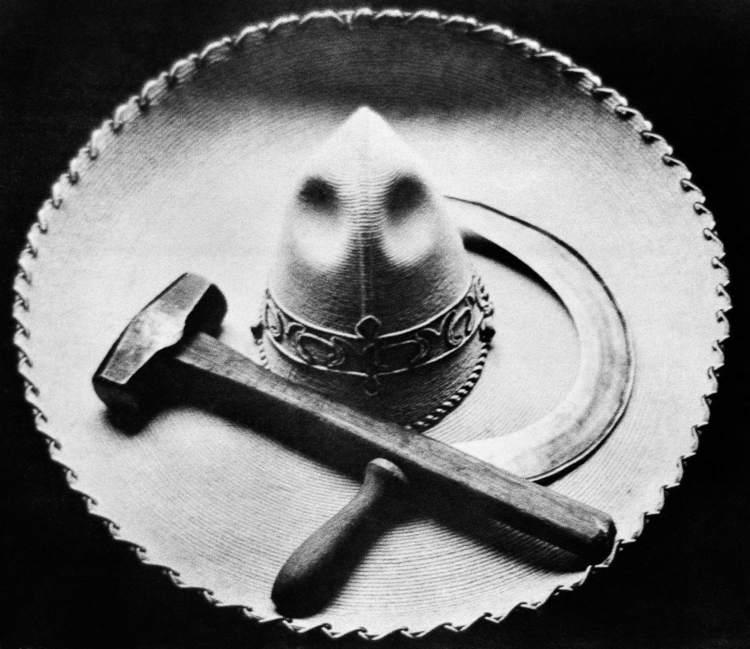 """""""Falce, martello e sombrero"""" di Tina Modotti"""