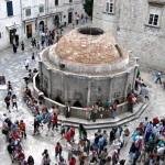La fontana di Onofrio a Dubrovnik in una foto di James G. Milles (https://www.flickr.com/photos/29413243@N00/160179225/)