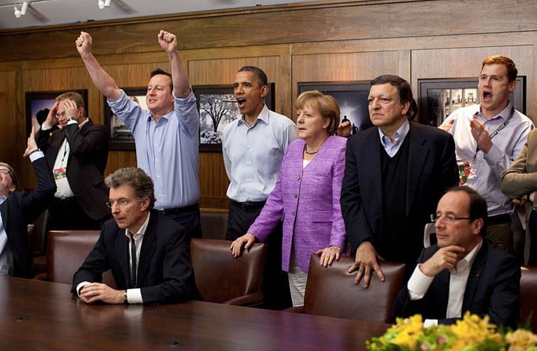 Angela Merkel e vari altri leader mondiali mentre guardano la finale di Champions League tra Bayern Monaco e Chelsea