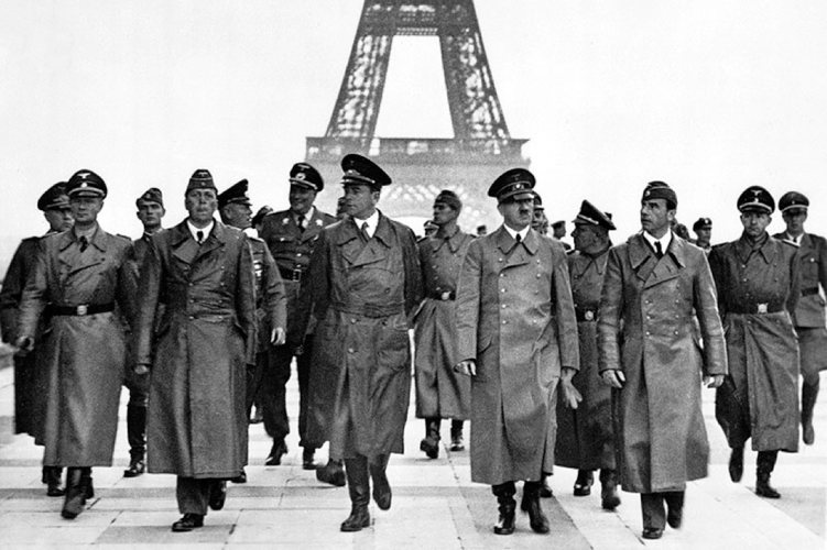Hitler a Parigi (foto dei German Federal Archives)