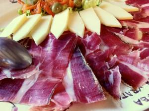 Pršut i sir, l'antipasto montenegrino