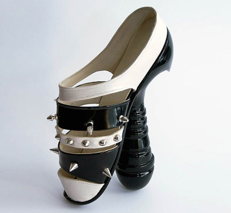 cinque tra le scarpe pi strane del mondo cinque cose belle. Black Bedroom Furniture Sets. Home Design Ideas