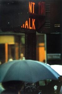 """""""Don't Walk"""", foto di uno dei tipici semafori pedonali di New York"""