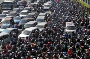 Il traffico e l'inquinamento sono due dei più grandi problemi di Giacarta