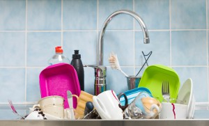Lavare i piatti dopo i pasti