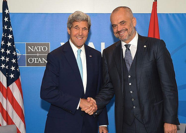 Edi Rama con l'allora Segretario di Stato americano John Kerry