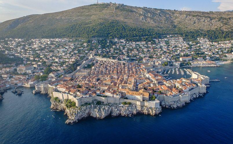 Dubrovnik vista dal mare, in Croazia