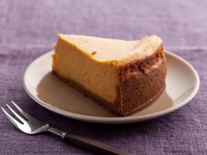 Una fetta di cheesecake di zucca