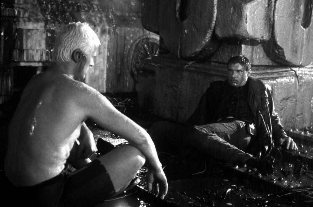 La scena finale di Blade Runner in cui compare la celebre battuta (improvvisata) del